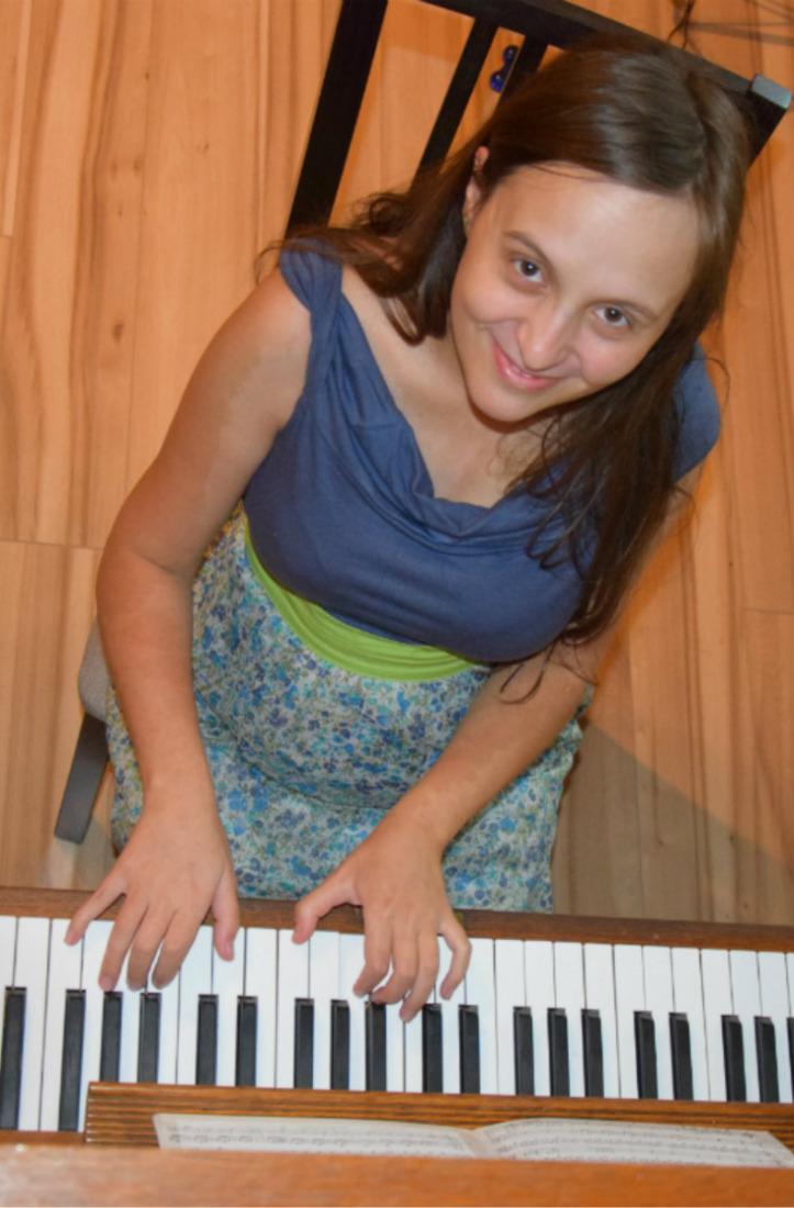 1508705341Malá_hudebnice_klavir.jpg