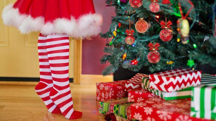 1514920341decorating-christmas-tree-2999722_1920-728x409.jpg