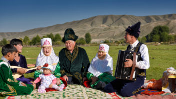 maminkou_v_kazachstanu-352x198.jpg