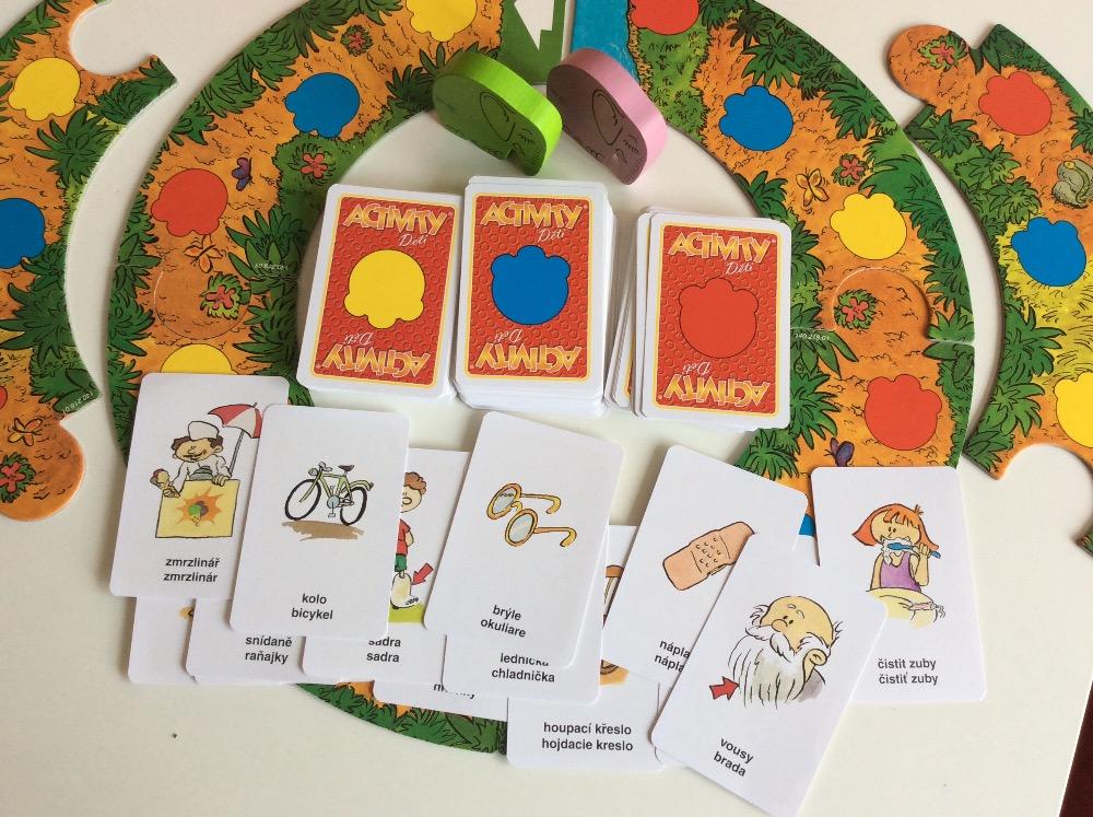 7c5b4dda8 U dospěláckých Activit se karty tahají z jednoho balíčku a na kartě si pak  hráč přečte, co má v té které části hracího plánu dělat. Dětská hra je  jednodušší ...