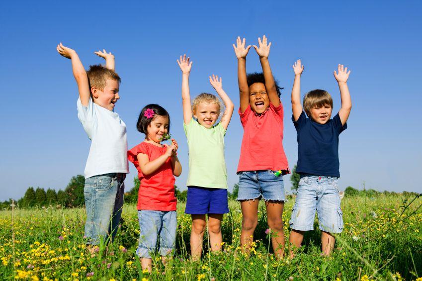 deti-priroda-hra-pohyb-venku-cviceni-istock_000013887193small.jpg