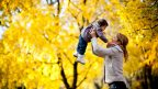 y-dite-matka-pohyb-podzim-istock_000021182717small-144x81.jpg