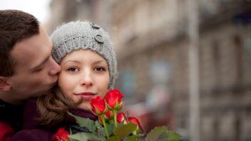 laska_muz_zena_ruze_romance_istock_000019039083small-352x198.jpg