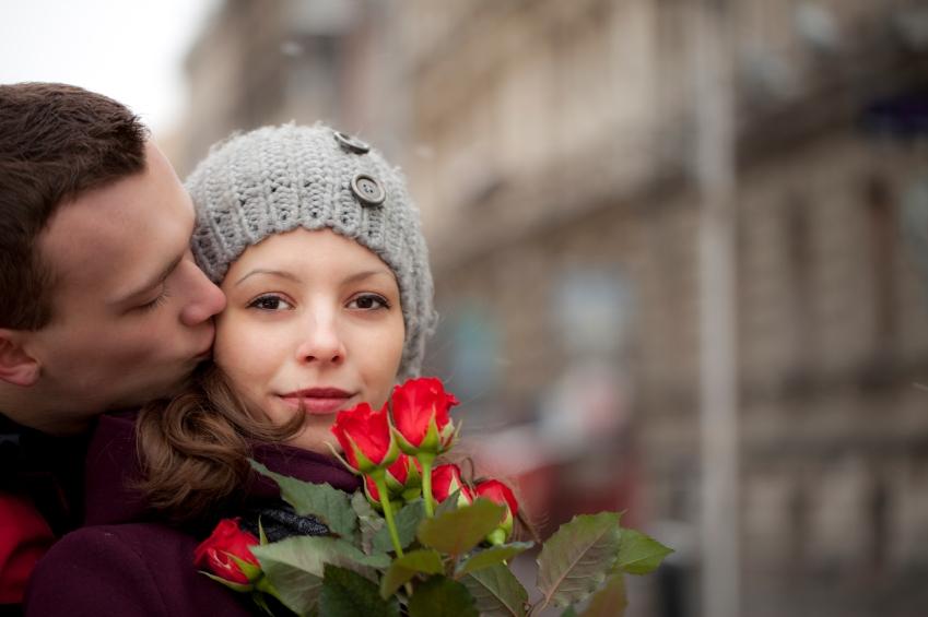 laska_muz_zena_ruze_romance_istock_000019039083small.jpg