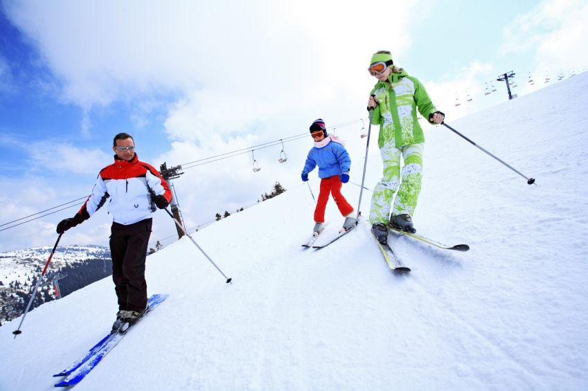 u-rodina-dite-sport-lyzovani-hory-aktivity-istock_000007908584small.jpg